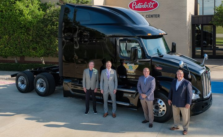 Peterbilt delivered the first production New Model 579 to Smith Transport in Roaring Spring, Pennsylvania. - Photo: Peterbilt