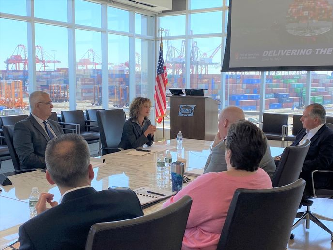 In June, FMCSA DeputyAdministratorMeeraJoshivisited the Port of New York & New Jersey to discussongoing supply chain disruptionsafter the COVID-19 pandemic. - Photo: FMCSA