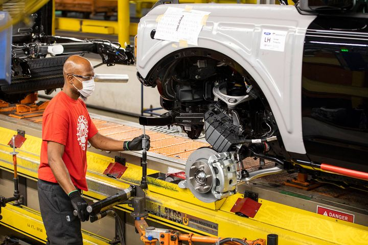 Ford this summer had to temporarily stop production of its new Bronco SUV due to the global semiconductor shortage. - Photo: Ford