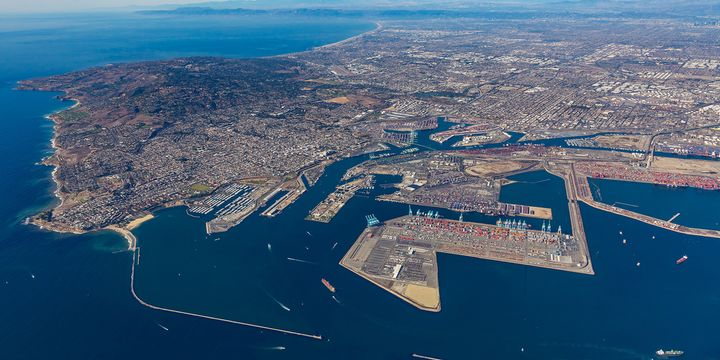 Under an agreement with WattsEV, Total Transportation Services will put into service 16 electric trucks to carry loads from the ports of Los Angeles and Long Beach. - Photo: Port of Los Angeles