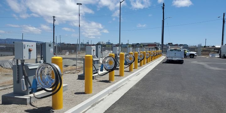 The Port of Oakland invested $1.7 million to construct 10 electric charging stations at Shippers Transport Express. - Photo: Port of Oakland