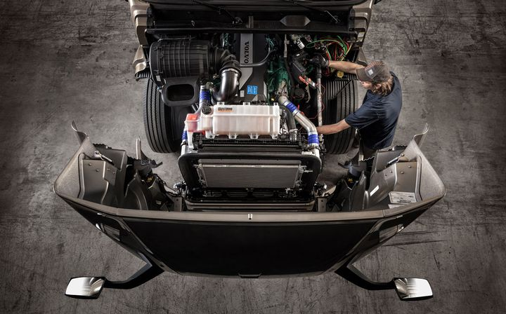 New Volvo Truck Blue Contract service offering is a comprehensive maintenance program designed to improve uptime and simplify maintenance management for customers and dealers. - Photo: Volvo Trucks North America