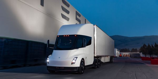 Waiting for a Tesla Semi? It'll be at least 2022.