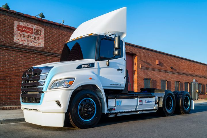 Hino Trucks will be the first global OEM to integrate Allison's new eGen Power 100s axle in a battery-electric truck. - Photo: Hino