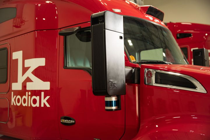 The sensors are housed in a center pod on the front roofline of the truck, and on pods integrated into both of the side mirrors. - Photo: Kodiak