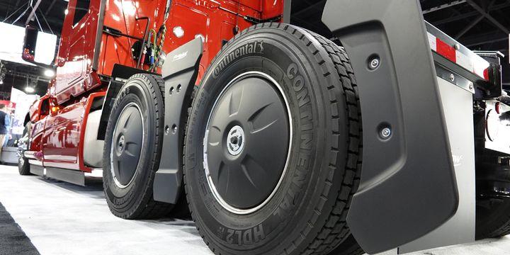 FlowBelow Aero wheel covers will come standard on Navistar's 2022 International LT and RH Series trucks. -