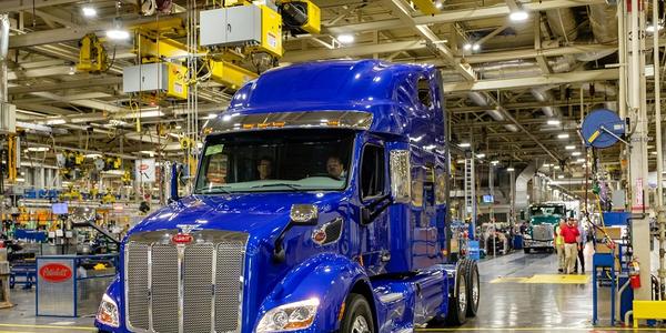 Peterbilt delivered its first Model 579 UltraLoft to Freymiller Trucking.