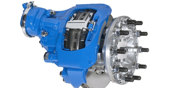 The Kenworth T680comes standard with Bendix ADB22X front and rear air disc brakes.