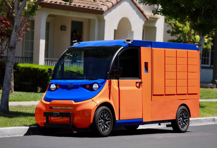 Boxbot's fleet includes two types of autonomous vehicles: parcel delivery vans, and self-driving electric vehicles that can manage more complex deliveries, like those requiring signatures.