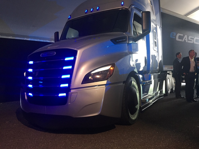 Freightliner announced plans to produce an electric eCascaida model as part of its Electric Innovation Fleet that customers can test in real world conditions.