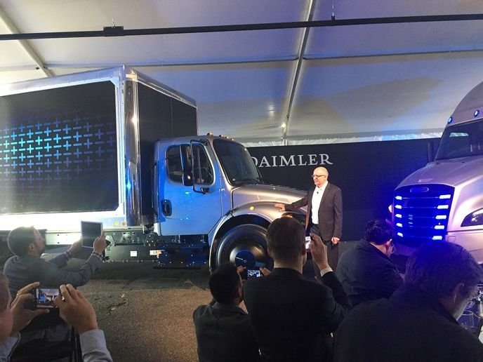 An electric eM2 106 was also shown off at the Daimler Trucks Capital Market and Technology Day in Portland, Ore.