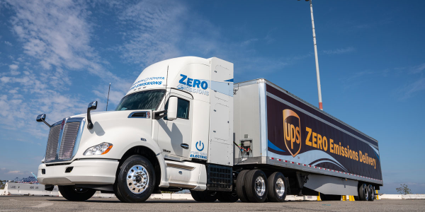 The Kenworth Toyota Fuel Cell Electric Truck (FCET) features the T680.