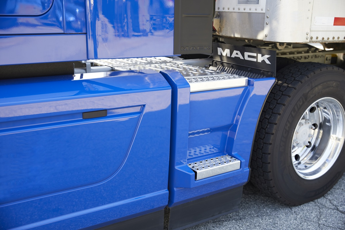 Mack Trucks Offers Extended Chassis Fairings for Anthem