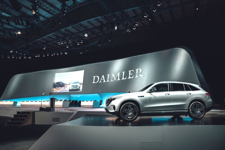 """Explaining the need to restructure, Chairman of the Supervisory Board of Daimler AG Manfred Bischoff said that it is necessary to achieve the company's """"ambition to be a leader in the new era of mobility.""""  - Photo via Daimler AG"""