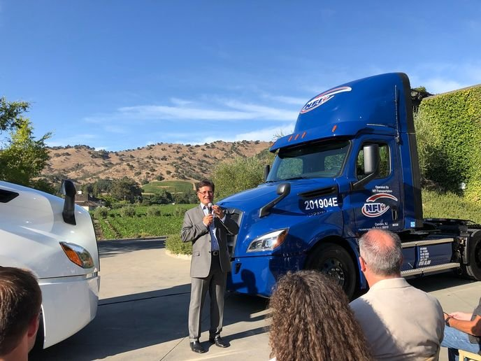 Richard Howard, vice president of sales and marketing for Daimler Trucks North America, spoke at the delivery event for the electric Freightliner eCascadia.
