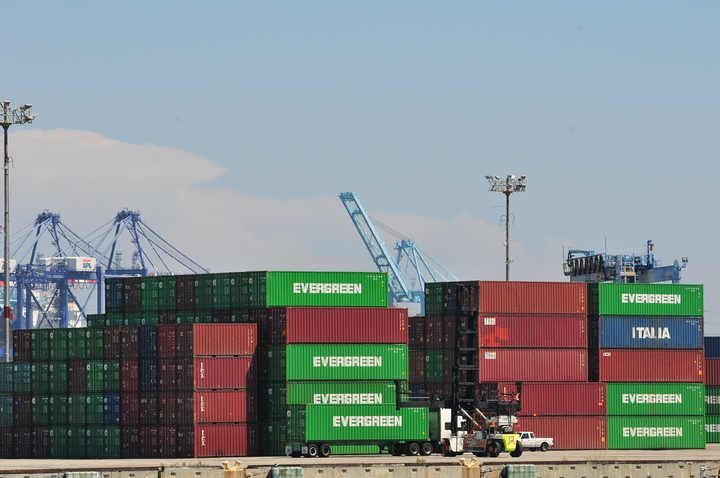 Loadsmart has raised an additional $19 million for its Smart Drayage initiative designed to improve the flow of freight through American ports.