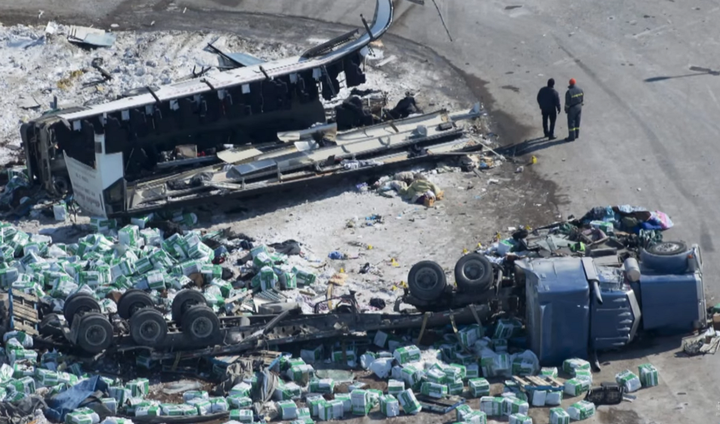 The collision between a commercial truck and a motor coach carrying the Humboldt Broncos junior ice hockey team resulted in 16 deaths and 13 injuries.