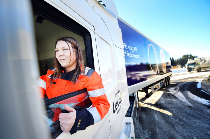 A survey of North Americana fleet drivers by Stay Metrics has found that women drivers are generally happier on the job and less likely to leave than male drivers.  - Photo: Scania