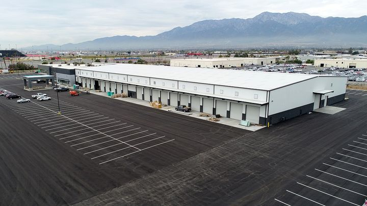 Located near Interstate 10 and the Auto Club Speedway of California – the new $30 million full-service  Mack Trucks dealership is positioned to serve long-haul customers traveling through Southern California.