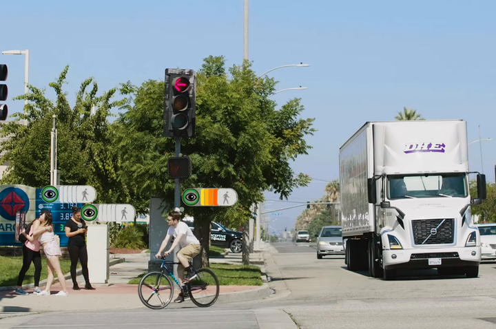 Perceptive Automata's artificial intelligence systemis able to track, in parallel and with a 360-degree field of view, a practically unlimited number of pedestrians, cyclists, and vehicles to enhance professional drivers' situational awareness.  - Photo: Volvo Trucks North America