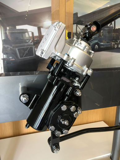 Volvo Dynamic Steering consists of an electric motor mounted on the power steering gear. The steering column runs through the motor to the steering gear. - Photo: Jim Park