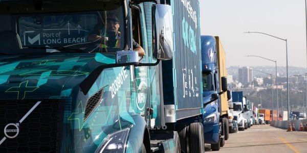 沃尔沃卡车北美8级VNR电动卡车引领了一群南加州的汽车制造商。