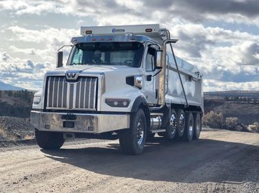 With its robust stance and striking chrome grille and accents, the Western Star 49X is a truck...