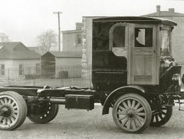 """In 1933 Autocar launched the Model U, bringing back the """"engine-under-the-seat"""" format that..."""