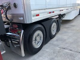 New tandem axle fairings help boost the New Model 579 fuel economy performance.