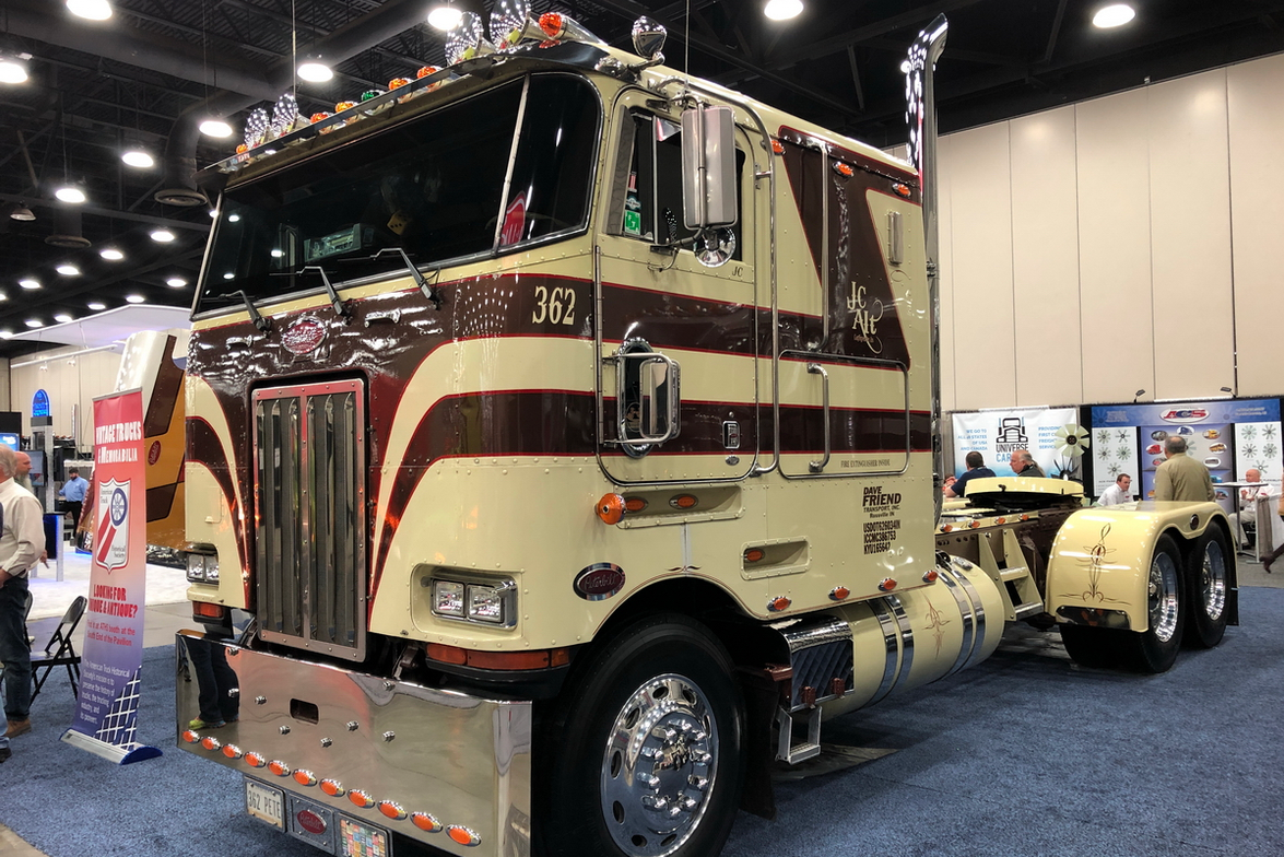 1985 Peterbilt 362 owned by Jason Alt of Lafayette, Ind.