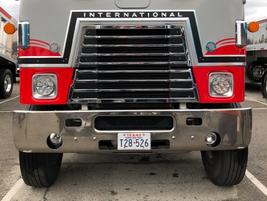 Detroit 8V92 engine, Eaton 13-speed transmission, 44,000-lb Neway suspension