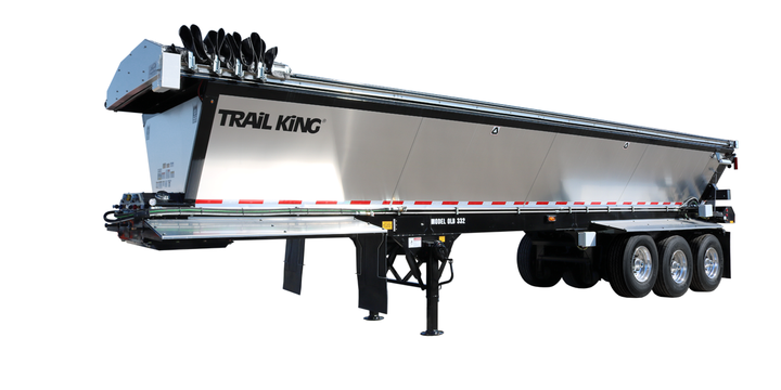 The trailer's aerodynamic design features smooth side panels in aluminum or steel, providing corrosion prevention and a clean shiny finish. - Photo: Trail King