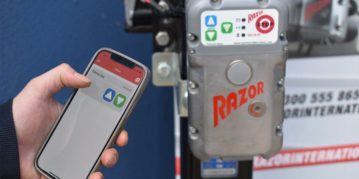 Through the new Razor Connect app, drivers can control electric trailer landing gear systems remotely using Bluetooth and an integration with on-board trailer telematics systems. - Photo: Razor International