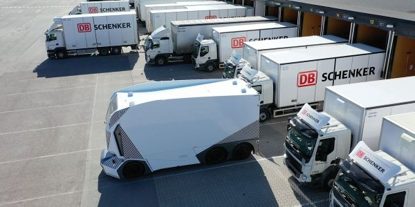 Einride Demonstrates Multiple-Vehicle, One-Operator Technology for Driverless Freight Pods [Video]
