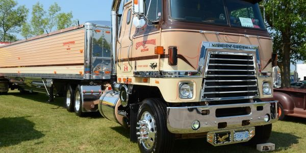 Steve Constantine's 1980 International Transtar II [Video]