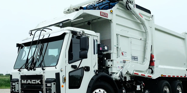 Mack's LR Refuse Truck On the Road [Video]