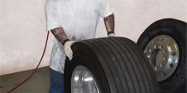 Esco Model 20425 pneumatic truck tire bead breaker can handle all truck tires/wheel sizes 19.5...
