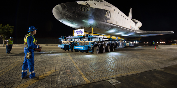 To transport the Endeavour, Sarens used four specially designed Kamag self-propelled modular...