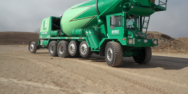 This six-axle FDB6000 for Ohio has three air-suspended lift axles, including a hydraulically...