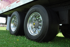 Automatic tire inflation systems are now available for 19.5-inch wheels and wide-base single tires. (Photo by Jim Park)