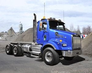 New shorter hood gives Western Star's 4900 a compact 109-inch BBC dimension for good maneuverability in urban conditions. It's standard with a Detroit DD13.