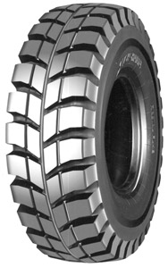 The RL42 has deep, wide grooves to help expel mud and dirt.