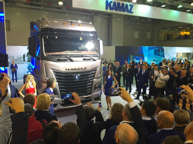 Russian truck maker Kamaz introduced the new 54901-K5 tractor unit, featuring Mercedes' most recent Actros cab.