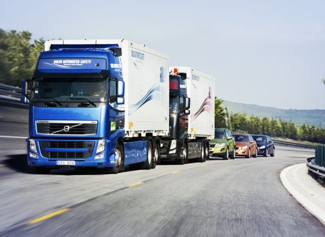 The SARTRE (Safe Road Trains for the Environment) research project in Europe successfully combined trucks and passenger cars in a platoon. Photo: Sartre