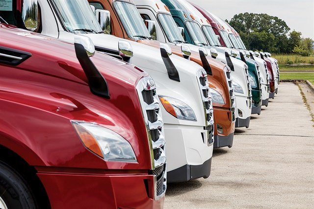 Trucking fleets are looking more closely at all their options, from outright ownership to finance leasing to full-service leasing, even opting to own some trucks while leasing others. Photo: Daimler Truck Financial