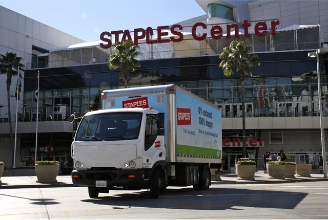 Short routes with many stops, including some in downtown Los Angeles, are ideal for Staples' Smith Newton electric trucks.