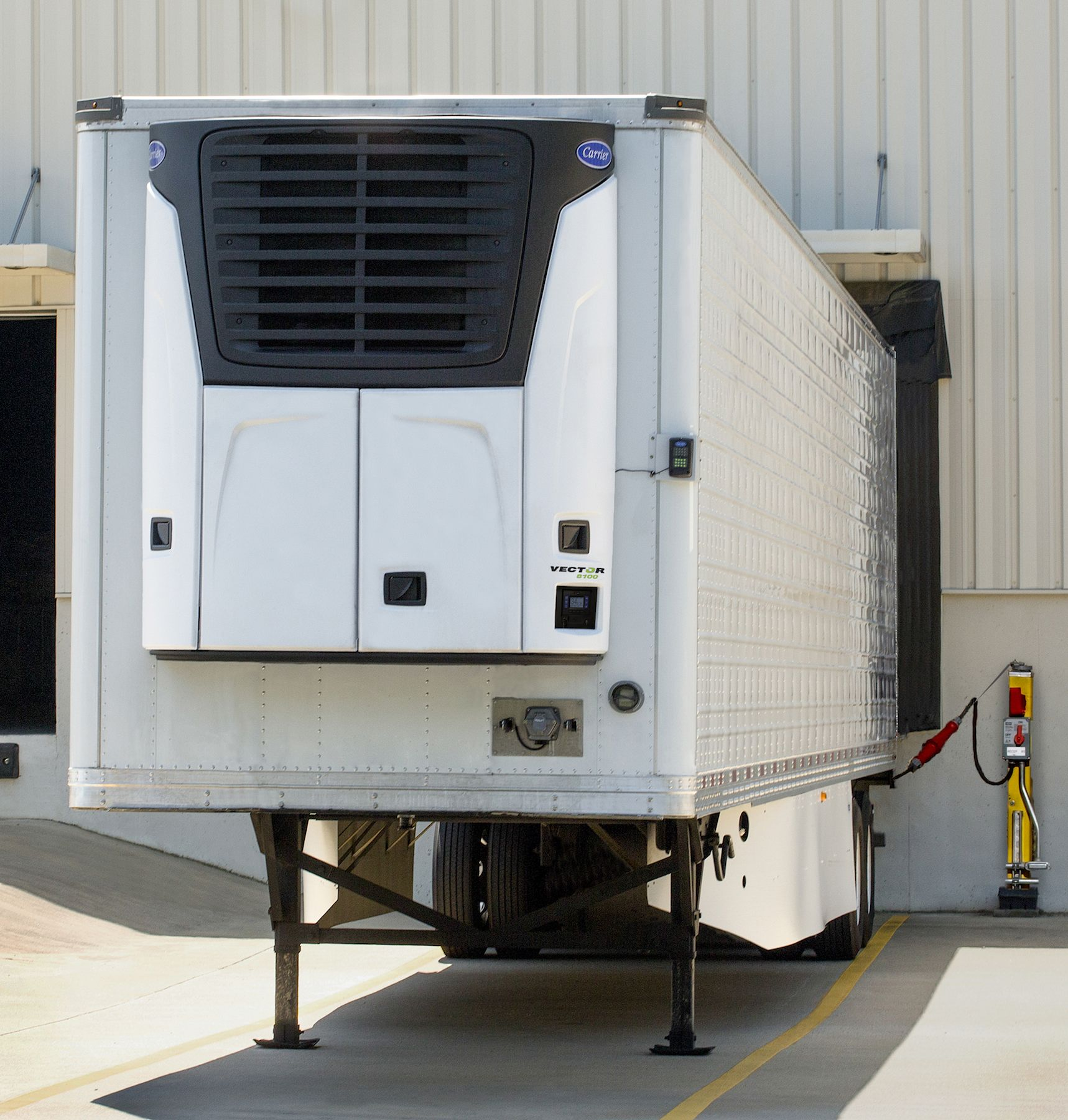 All-Electric Reefer Unit Goes No Where But Uses Less Power