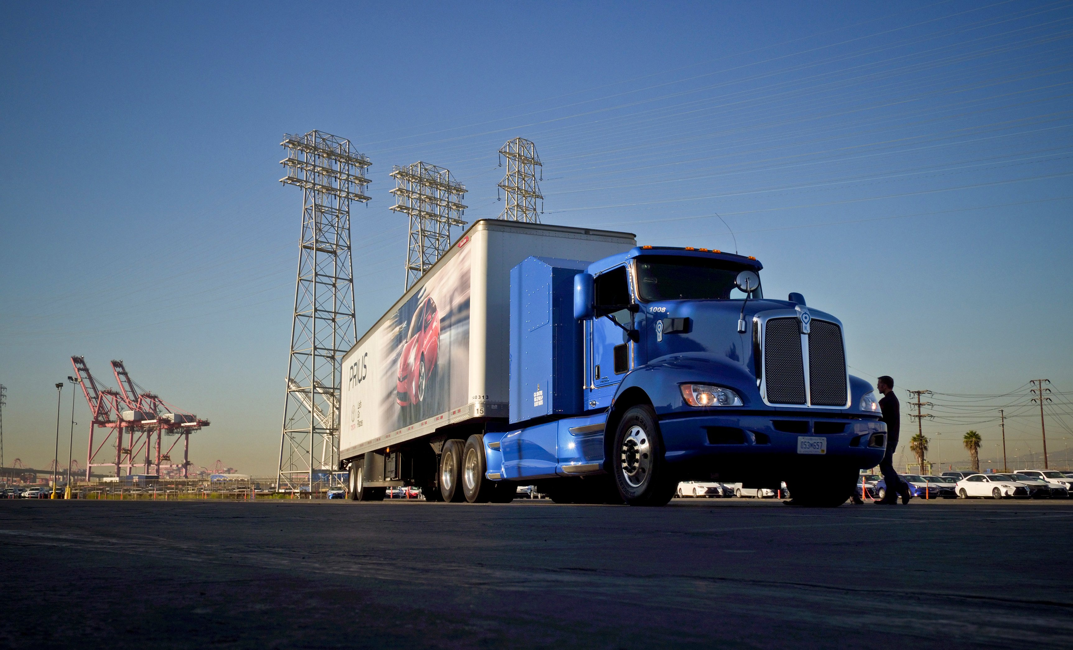Toyota's Hydrogen Fuel Cell Truck to Run Routes in California