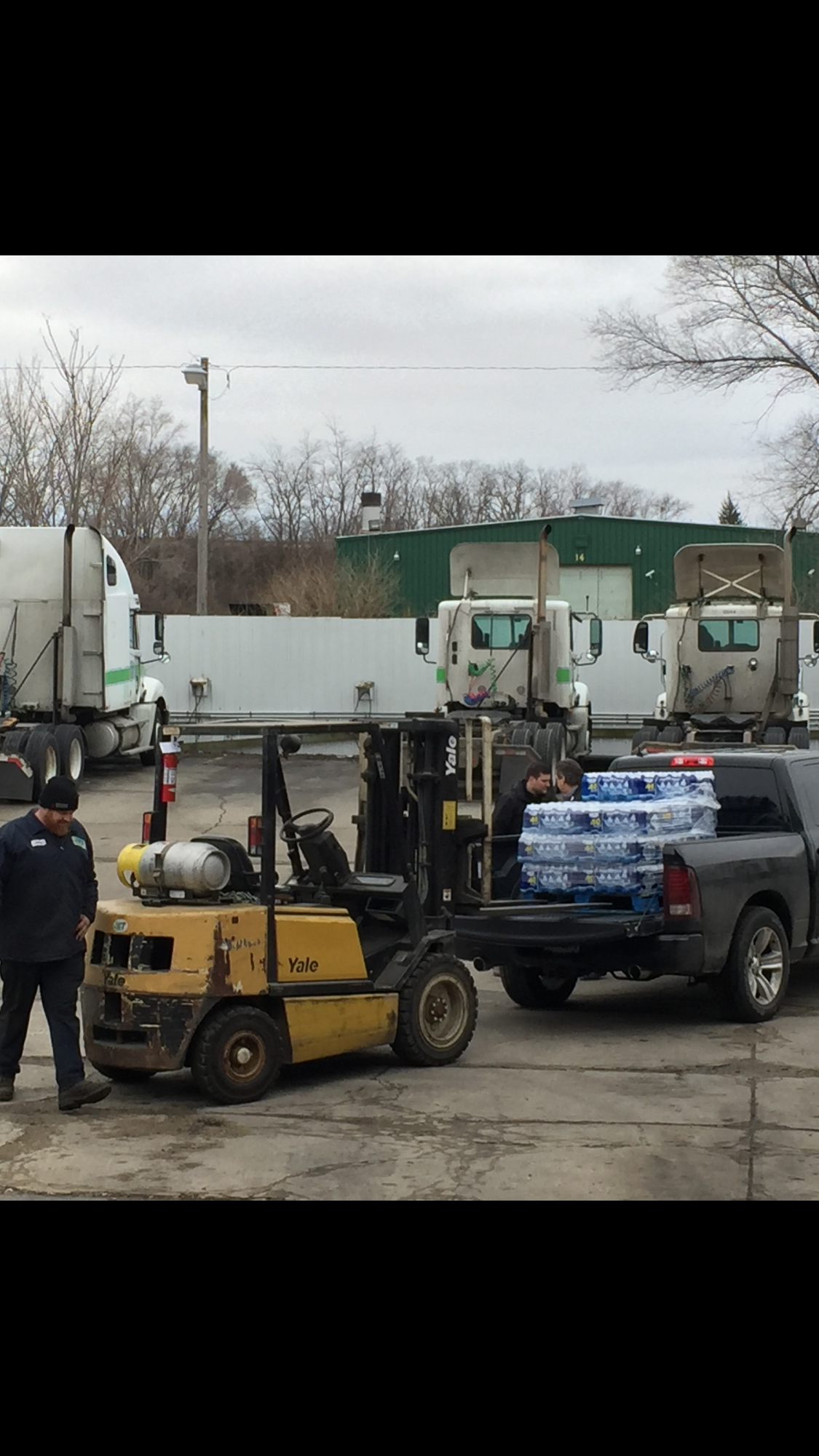 Ohio Trucking Company Organizes Bottled Water Drive for Flint