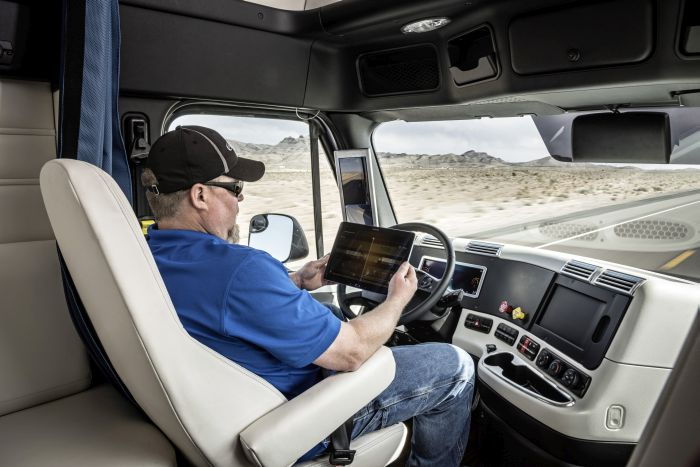 Large Truckload Fleets See 13% Drop in Turnover